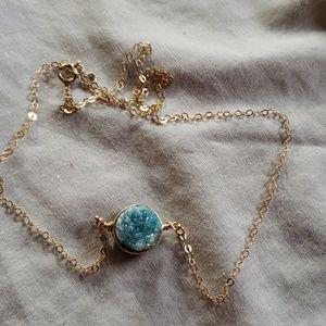 Jewelry - Vintage blue geod necklace